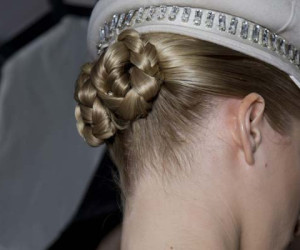 Haartrends Najaar 2012 – Gevlochten knotjes op de Catwalk