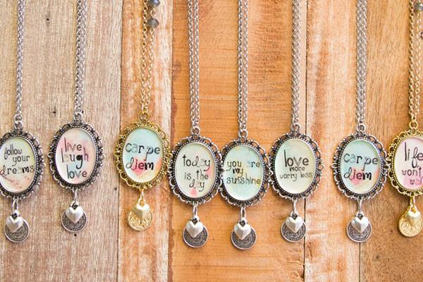 Hang je goede voornemen aan een Words of Wisdom ketting by Dooor Jewelry