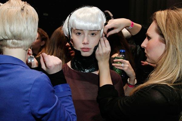L'Oreal Professionel crew aan het werk Backstage Amsterdam Fashion Week