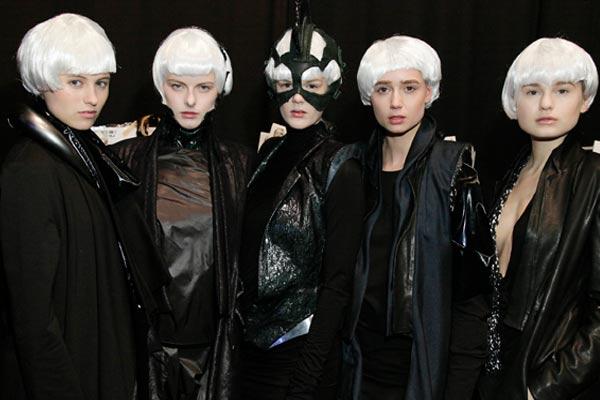 Backstage Amsterdam Fashion Week - Futuristische Bobjes