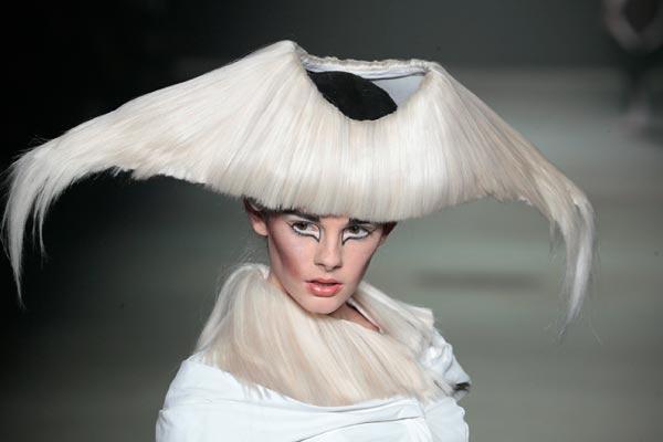 Creatie van Charlie le Mindu @ L'Oreal Professionnel Hairshow