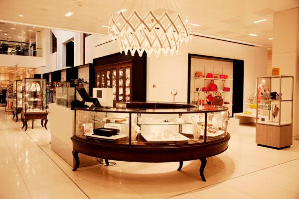 Bijenkorf Den Haag opent grootste dames designer schoenenafdeling van Nederland