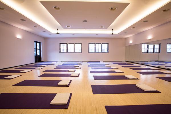 Absolute Yoga - studio met bamboe vloer