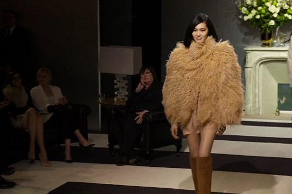 H&M Catwalkshow @ Paris Fashion Week - Fashion Video