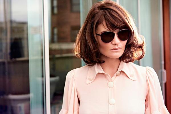 Helena Christensen is het nieuwe gezicht van Specsavers - met Spijkers en Spijkers montuur