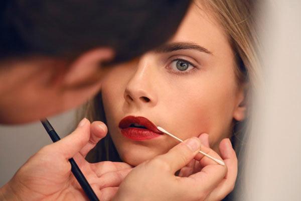 Make-up Inspiratie van de Catwalk: Backstage @ Burberry Beauty SS13