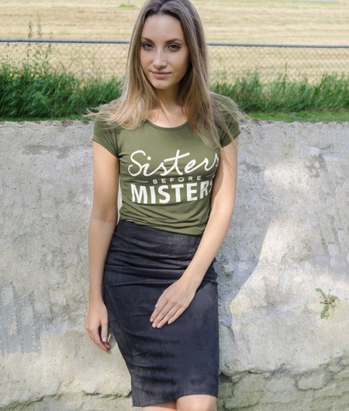 Sisters-Before-Misters-Shirt-–-groen-510x600