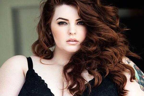 Plus-Size model Tess Munster